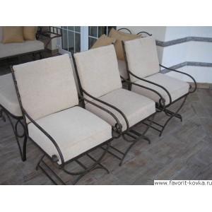 Кованые стулья и пуфики10