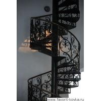 Винтовая кованая лестница – красиво, стильно, компактно